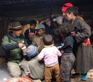 Volunteer at work with the Tibetan VIllage Project_photo Voluntourism.org_Tamdin15343