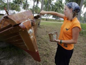 voluntourism-3_A Canadian volunteer varnishes a long tail boat at the Cape Pakarang Boatyard in Thailand. After the tsunami, many traditional fishermen lost their boats. Photo_Getty Images_www.adventure.howstuffworks.com